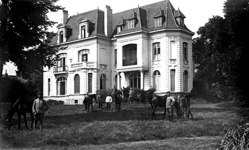 Le château Faucheur (l'actuel collège Lacordaire) qui devenu un  Kasino est occupée par les troupes allemandes.