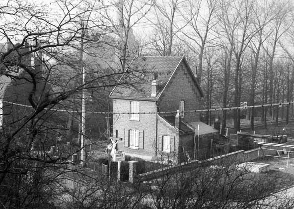 La maison du gardien vu de loin